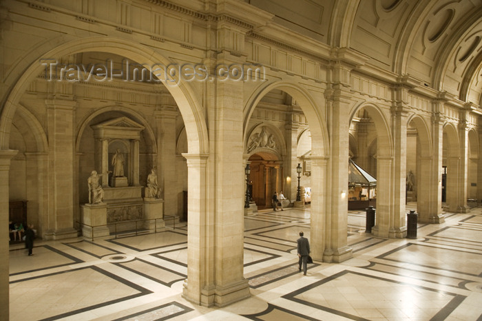 france710: Paris, France: court - in the Palais de Justice - photo by Y.Guichaoua - (c) Travel-Images.com - Stock Photography agency - Image Bank