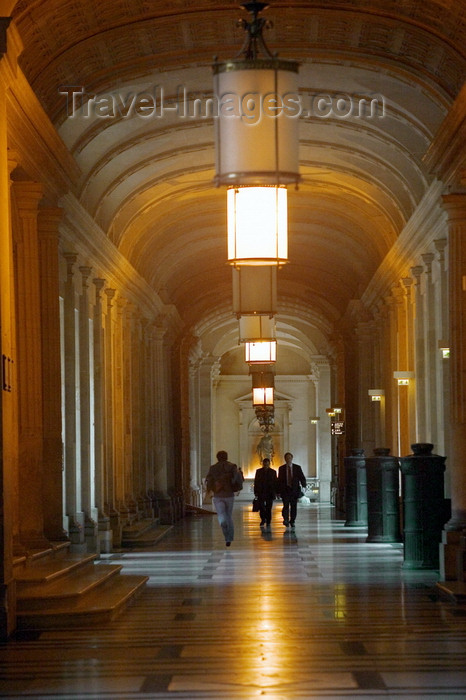 france711: Paris: court corridors - Palais de Justice - photo by Y.Guichaoua - (c) Travel-Images.com - Stock Photography agency - Image Bank