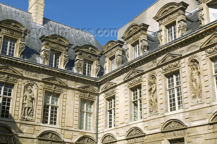 france713: Paris, France: Hôtel de Sully - inner court - houses the Centre des monuments nationaux - photo by Y.Guichaoua - (c) Travel-Images.com - Stock Photography agency - Image Bank