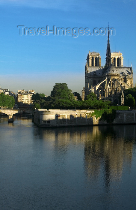 france727: Paris: Notre Dame Cathedral and Ile de la Cité - 4ème arrondissement - photo by Y.Guichaoua - (c) Travel-Images.com - Stock Photography agency - Image Bank