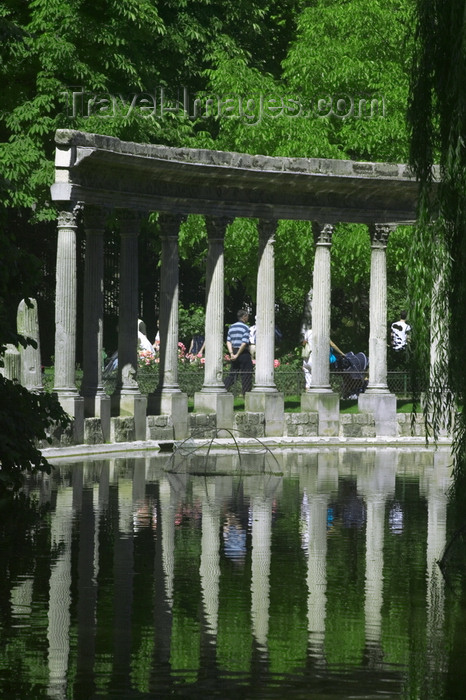 france728: 728 Paris: pond in Parc Montsouris - engineer: Jean-Charles Alphand - XIVe arrondissement - photo by Y.Guichaoua - (c) Travel-Images.com - Stock Photography agency - Image Bank