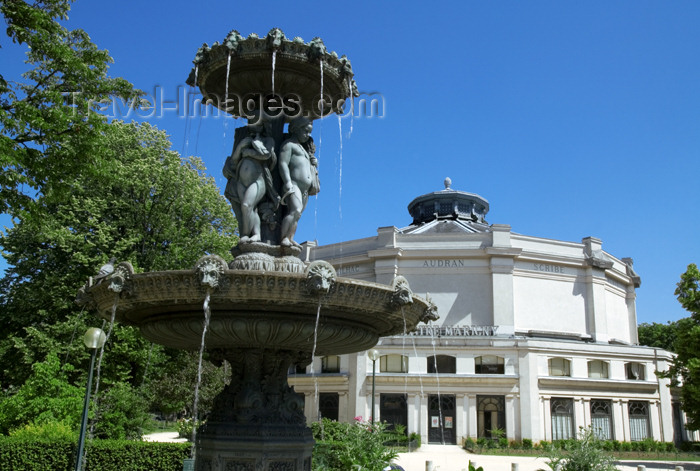 france730: Paris, France: Circus fountain by  Jacques Hittorff  and Théâtre Marigny by Charles Garnier and Édouard Niermans - avenue des Champs-Élysées - VIIIe arrondissement - photo by Y.Guichaoua - (c) Travel-Images.com - Stock Photography agency - Image Bank