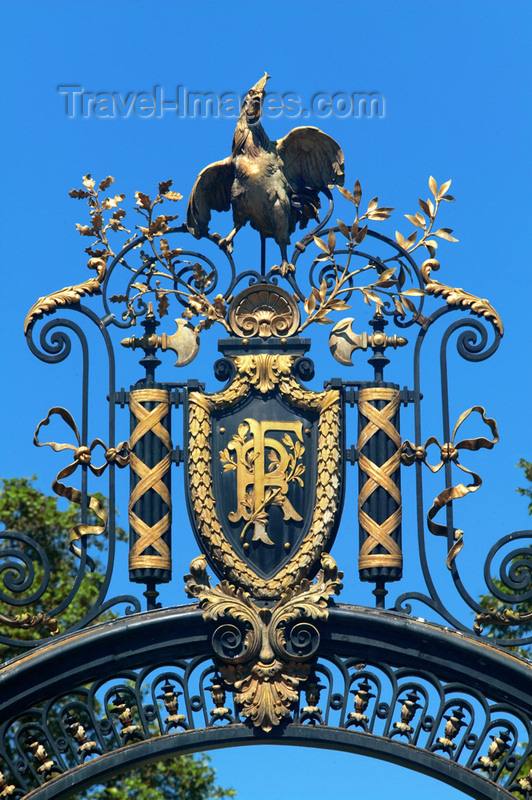 france732: Paris: gate of Palais de l'Élysée on Champs Elysees side - official residence of the President of France - RF - photo by Y.Guichaoua - (c) Travel-Images.com - Stock Photography agency - Image Bank