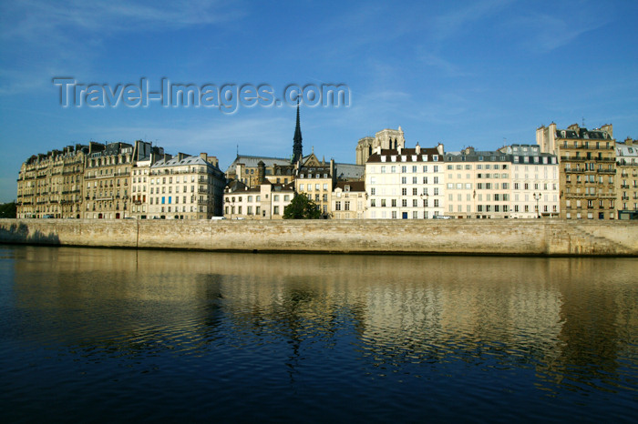 france739: Paris: Saint-Louis Island - ile Saint-Louis - Seine river - 4th arrondissement - photo by Y.Guichaoua - (c) Travel-Images.com - Stock Photography agency - Image Bank