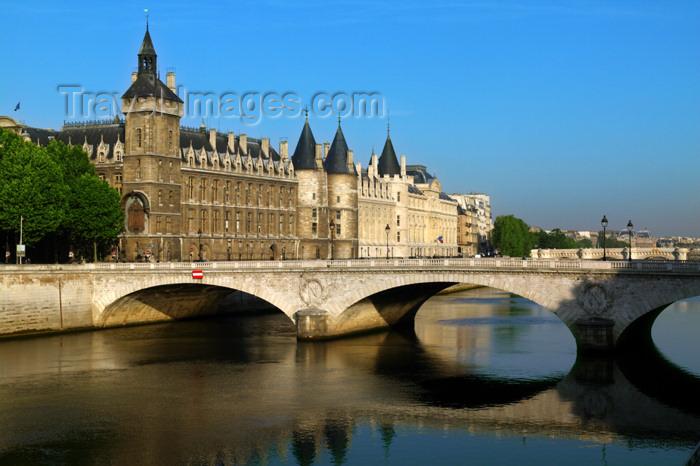 france740: Paris: Conciergerie and Pont au Change - river Seine - photo by Y.Guichaoua - (c) Travel-Images.com - Stock Photography agency - Image Bank
