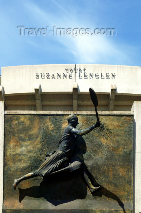 france749: Paris, France: Tennis - Roland Garros tournament, Suzanne Lenglen court - sculpture by Vito Tongiani from a photo by Jacques-Henri Lartigue - avenue Gordon Bennett - photo by Y.Guichaoua - (c) Travel-Images.com - Stock Photography agency - Image Bank