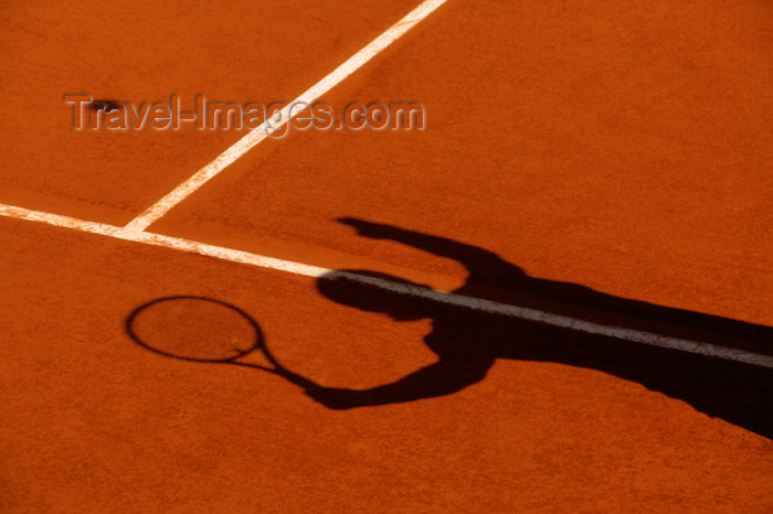 france751: Paris, France: Roland Garros tournament - tennis player serving - shadow - photo by Y.Guichaoua - (c) Travel-Images.com - Stock Photography agency - Image Bank