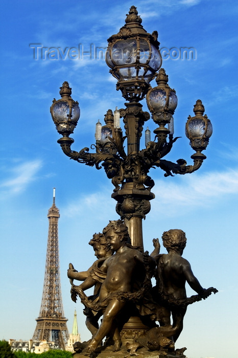 france773: Paris: Alexandre III bridge - Art Nouveau lamp and Eiffel Tower - photo by Y.Guichaoua - (c) Travel-Images.com - Stock Photography agency - Image Bank