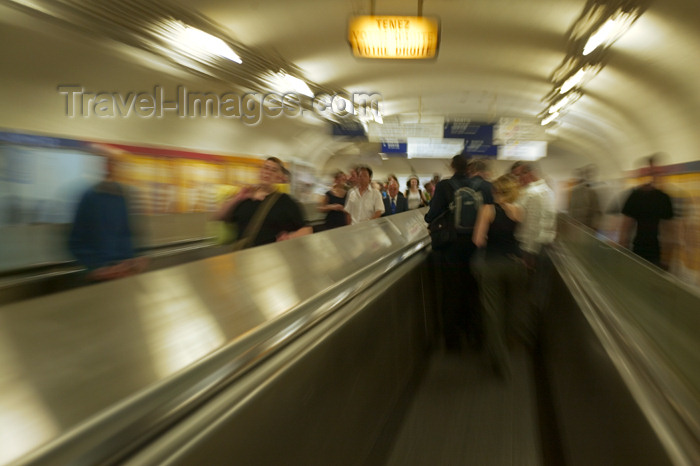 france791: Paris, France: subway - moving walkway - photo by Y.Guichaoua - (c) Travel-Images.com - Stock Photography agency - Image Bank