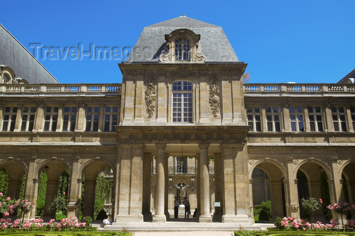 france800: Paris, France: Hôtel Carnavalet - Marais district - photo by Y.Guichaoua - (c) Travel-Images.com - Stock Photography agency - Image Bank
