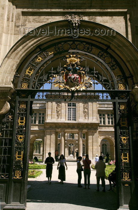 france801: Paris, France: Hôtel Carnavalet - Marais district - gate - photo by Y.Guichaoua - (c) Travel-Images.com - Stock Photography agency - Image Bank
