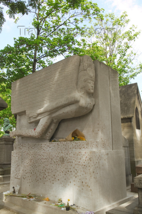 france807: Paris, France: grave of Oscar Wilde with lipstick stains - Pere Lachaise cemetery - cimetière de l'Est - photo by Y.Guichaoua - (c) Travel-Images.com - Stock Photography agency - Image Bank