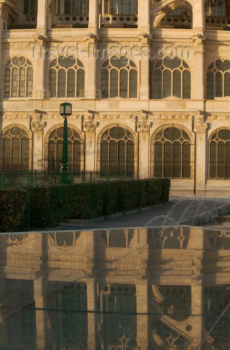 france819: Paris, France: Sain Eustache Cathedral - reflection - photo by Y.Guichaoua - (c) Travel-Images.com - Stock Photography agency - Image Bank