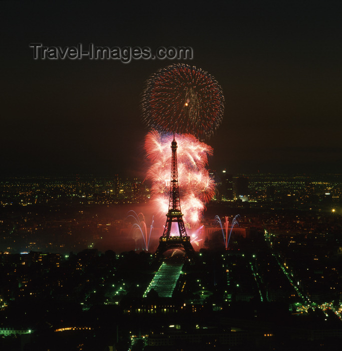 france87: Paris, France: Eiffel Tower and Trocadero - fireworks - photo by A.Bartel - (c) Travel-Images.com - Stock Photography agency - Image Bank