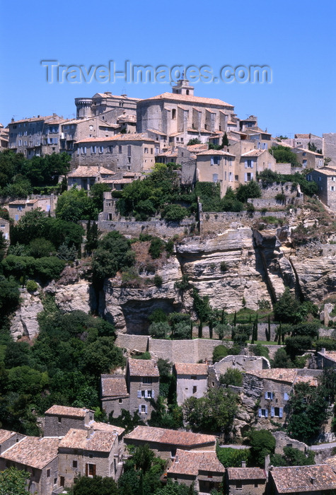 france90: Gordes, Vaucluse, PACA, France: the castle and the church dominate the village - Les Monts de Vaucluse - photo by A.Bartel - (c) Travel-Images.com - Stock Photography agency - Image Bank