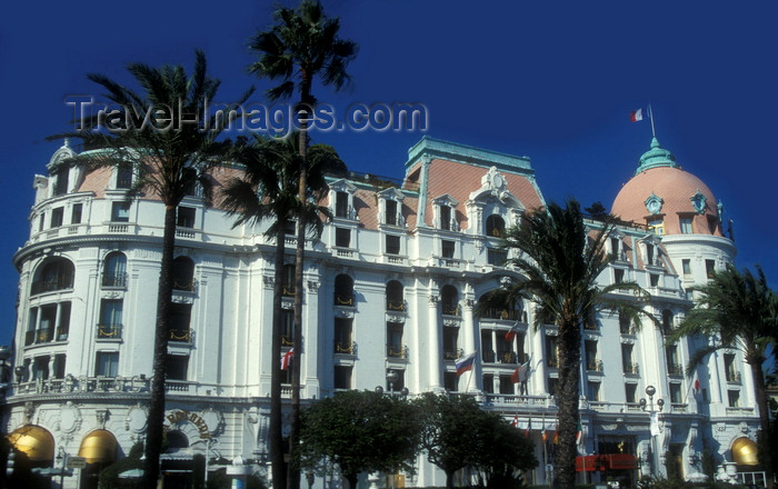 france927: Nice, Alpes Maritimes, PACA, France: Negresco Hotel - Promenade des Anglais, Baie des Anges - architect Édouard-Jean Niermans - photo by D.Forman - (c) Travel-Images.com - Stock Photography agency - Image Bank