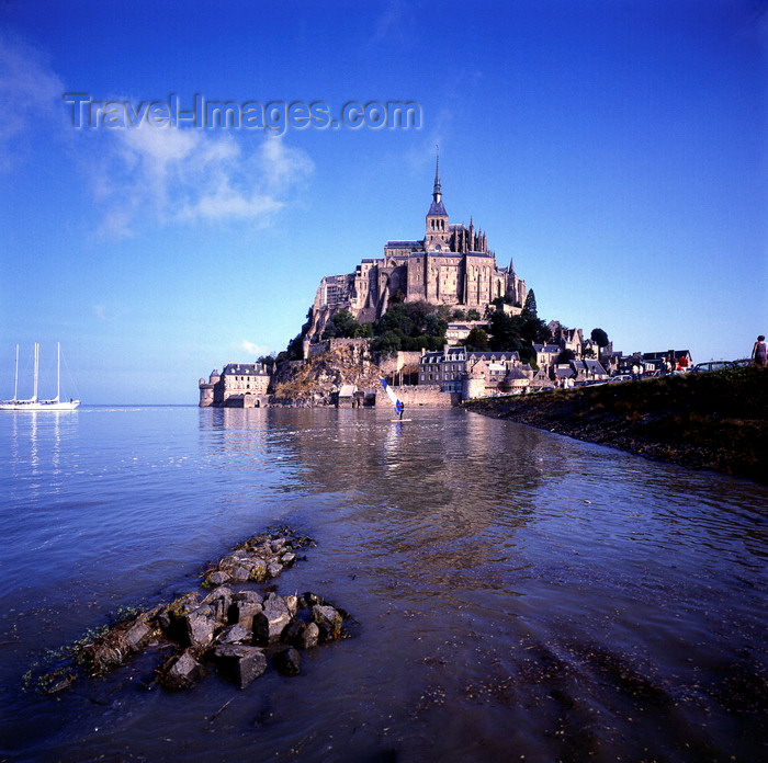france929: Mont Saint-Michel, Manche, Basse Normadie, France: the Abbey and the islet - sail boat and wind surfer at mouth of the Couesnon River - UNESCO World Heritage Site - photo by J.Fekete - (c) Travel-Images.com - Stock Photography agency - Image Bank