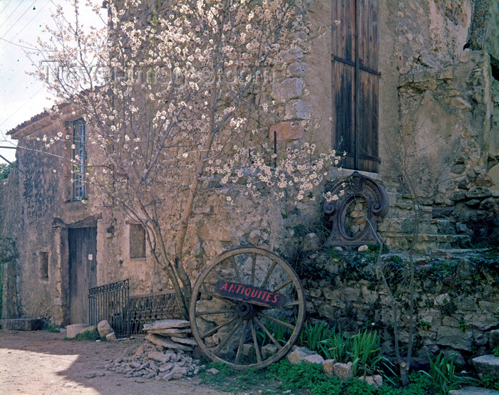 france93: Fox Amphoux, Var, PACA, France: antiques shop - sign on an old wheel under a blooming tree - Les Monts de Vaucluse - photo by A.Bartell - (c) Travel-Images.com - Stock Photography agency - Image Bank