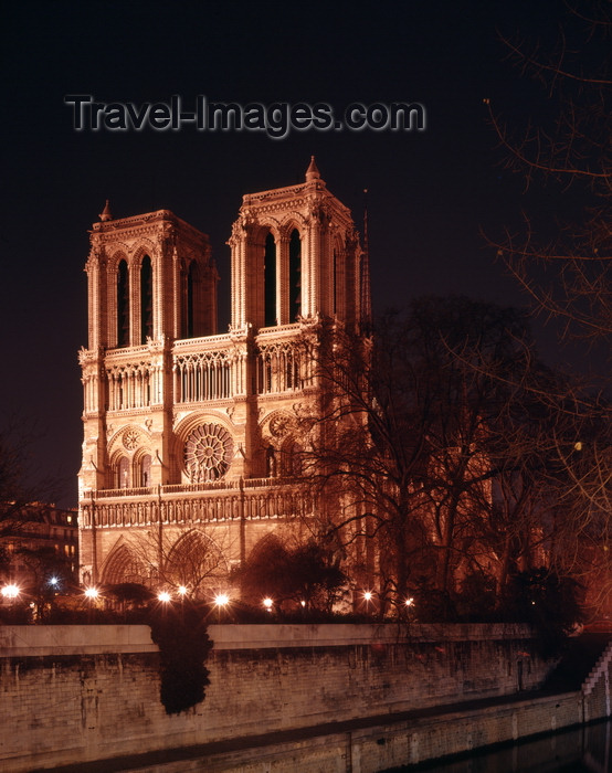 france938: Paris, France: Notre-Dame cathedral seen from Quai de Montebello - west façade at dusk - chair of the Catholic Archdiocese of Paris - Unesco world heritage site - Île de la Cité - 4e arrondissement - photo by A.Bartel - (c) Travel-Images.com - Stock Photography agency - Image Bank