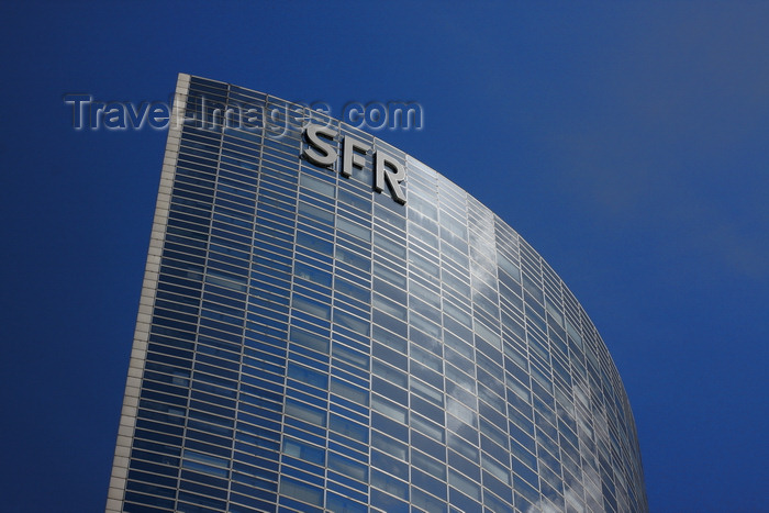france953: Paris, La Défense - Puteaux, Nanterre, Hauts-de-Seine, Île-de-France, France: tour Séquoia / tour SFR skyscraper - (formerly tour Bull, tour Cegetel) - architects Nicolas Ayoub, Michel Andrault, Pierre Parat - photo by A.Bartel - (c) Travel-Images.com - Stock Photography agency - Image Bank