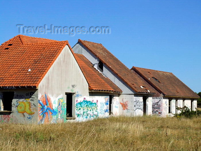 france977: Pirou Plage, Manche, Basse-Normandie, France: abandoned Holiday Village - graffiti - photo by A.Bartel - (c) Travel-Images.com - Stock Photography agency - Image Bank
