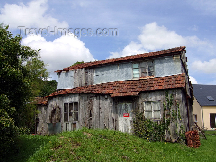 france983: Carentan, Manche, Basse-Normandie, France: derelict timber house - photo by A.Bartel - (c) Travel-Images.com - Stock Photography agency - Image Bank