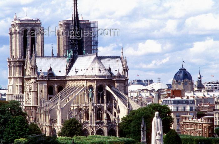 france991: Paris, France: Notre Dame Cathedral - seen from the east - apse and flying buttresses - Gothic architecture - chevet et arcs-boutants -  Ile de la Cité, 4e arrondissement - photo by K.Gapys - (c) Travel-Images.com - Stock Photography agency - Image Bank