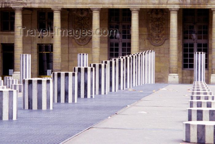 france993: Paris, France: Daniel Buren's modern art installation 'Les Deux Plateaux', known as 'Les Colonnes de Buren' in the courtyard of the Palais-Royal - cour d'honneur - 1er arrondissement - photo by K.Gapys - (c) Travel-Images.com - Stock Photography agency - Image Bank