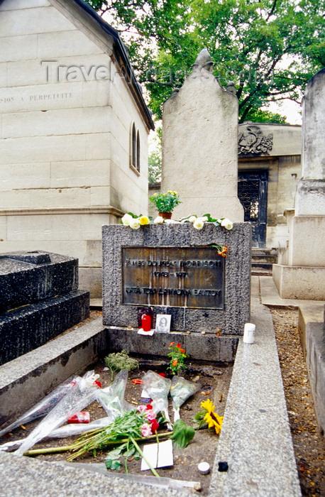 france997: Paris, France: grave of Jim Morrison, lead singer of 'The Doors'- Père Lachaise cemetery - 20e arrondissement - photo by K.Gapys - (c) Travel-Images.com - Stock Photography agency - Image Bank