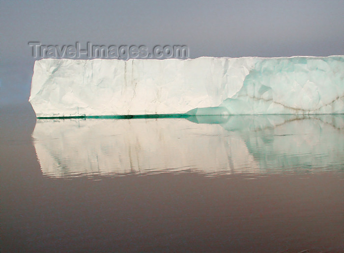 franz-josef30: Franz Josef Land Greenish Iceberg - Arkhangelsk Oblast, Northwestern Federal District, Russia - photo by Bill Cain - (c) Travel-Images.com - Stock Photography agency - Image Bank