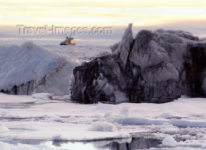franz-josef35: Franz Josef Land Ice conditions & ship in background - Arkhangelsk Oblast, Northwestern Federal District, Russia - photo by Bill Cain - (c) Travel-Images.com - Stock Photography agency - Image Bank
