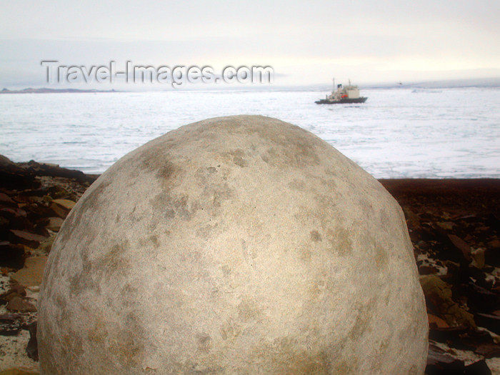 franz-josef79: Franz Josef Land Spherical boulder with ship in distance, Champ Island - Arkhangelsk Oblast, Northwestern Federal District, Russia - photo by Bill Cain - (c) Travel-Images.com - Stock Photography agency - Image Bank