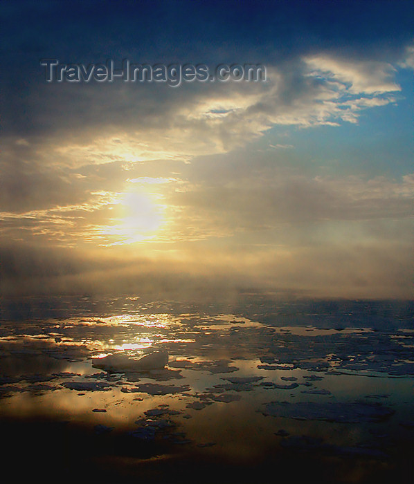 franz-josef82: Franz Josef Land Sunset from Helicopter, Wilzcek Land Island - Arkhangelsk Oblast, Northwestern Federal District, Russia - photo by Bill Cain - (c) Travel-Images.com - Stock Photography agency - Image Bank