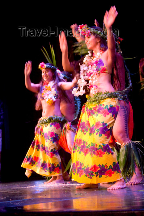 french-polynesia6: Papeete, Tahiti, French Polynesia: Tahitian dancers wearing flower garlands and colourful skirts - photo by D.Smith - (c) Travel-Images.com - Stock Photography agency - Image Bank
