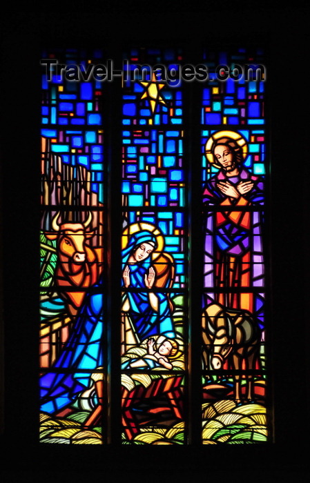 gabon29: Libreville, Estuaire Province, Gabon: Saint Mary's cathedral - stained glass - baby Jesus, Mary and Joseph - nativity scene - photo by M.Torres - (c) Travel-Images.com - Stock Photography agency - Image Bank