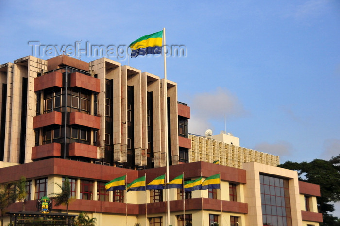 gabon31: Libreville, Estuaire Province, Gabon: Gabonese flags fly at the Presidential Palace complex - Front de Mer - Boulevard de l'Ind&#233;pendance - photo by M.Torres - (c) Travel-Images.com - Stock Photography agency - Image Bank