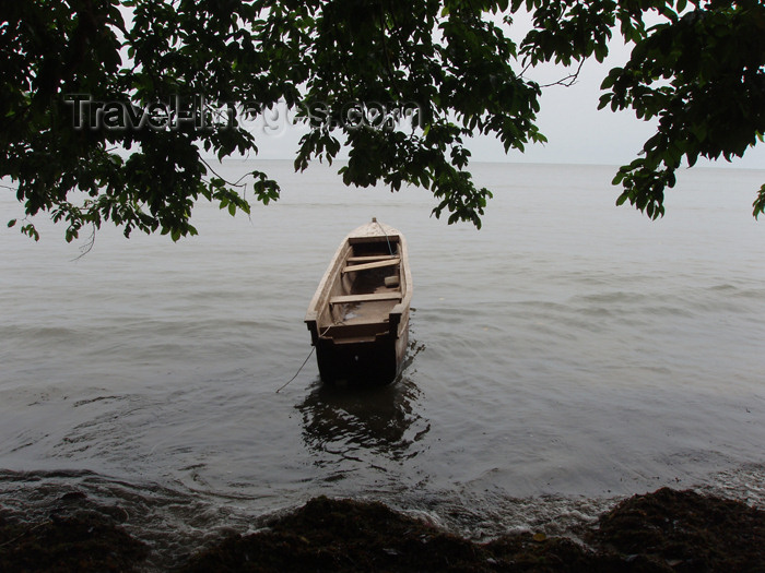gabon8: Gabon - Cap Estérias - Estuaire province: boat by the shore and the forest - photo by B.Cloutier - (c) Travel-Images.com - Stock Photography agency - Image Bank