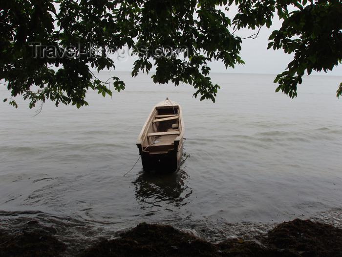 gabon8: Gabon - Cap Estérias - Estuaire province: boat by the shore and the forest - photo by B.Cloutier - (c) Travel-Images.com - Stock Photography agency - Image Bank