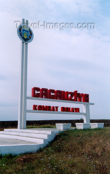 gagauzia1: Gagauzia - Comrat / Komrat rayon: at the border - Gagauz coat of arms - photo by M.Torres - (c) Travel-Images.com - Stock Photography agency - Image Bank