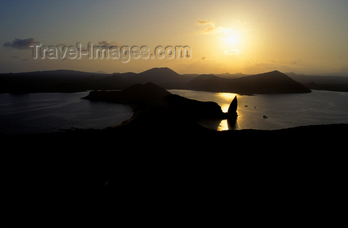 galapagos69: Bartolomé Island, Galapagos Islands, Ecuador: the island and Pinnacle Rock at sunset - the island is named after naturalist Sir Bartholomew James Sulivan - photo by C.Lovell - (c) Travel-Images.com - Stock Photography agency - Image Bank