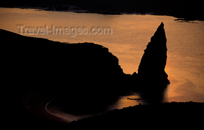galapagos71: Bartolomé Island, Galapagos Islands, Ecuador: Pinnacle Rock and the sea at sunset - from Pinnacle Rock Overlook - photo by C.Lovell - (c) Travel-Images.com - Stock Photography agency - Image Bank