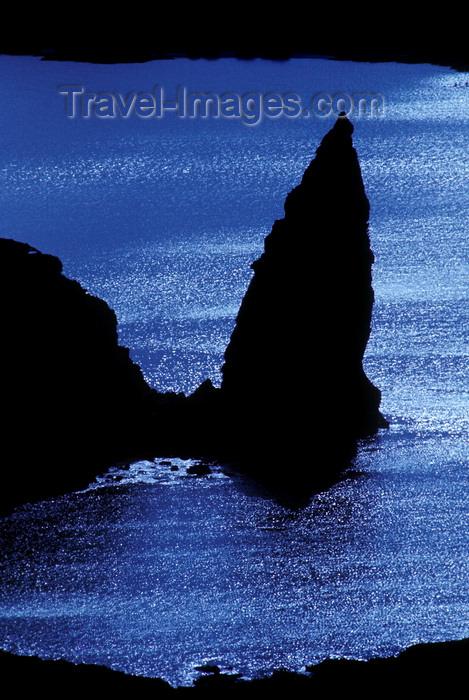 galapagos79: Bartolomé Island, Galapagos Islands, Ecuador: Pinnacle Rock and the sea - from Pinnacle Rock Overlook - photo by C.Lovell - (c) Travel-Images.com - Stock Photography agency - Image Bank