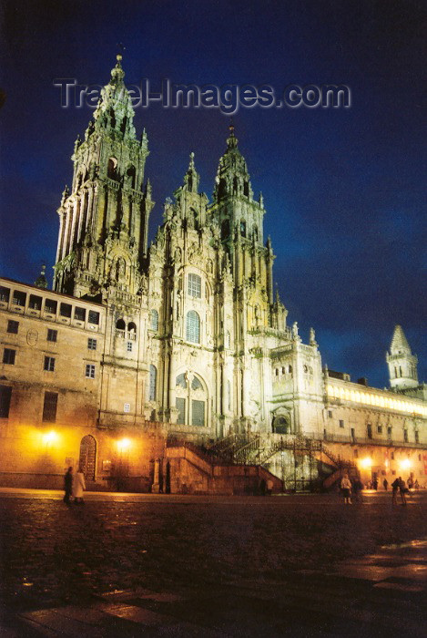 galicia10: Galicia / Galiza - Santiago de Compostela: the Cathedral - Obradoiro - nocturnal - a Catedral à noite - Praça do Obradoiro - arquitectos: José Penha de Toro, Domingo de Andrade, Fernando Casas y Novea - Unesco world heritage site - photo by M.Torres - (c) Travel-Images.com - Stock Photography agency - Image Bank