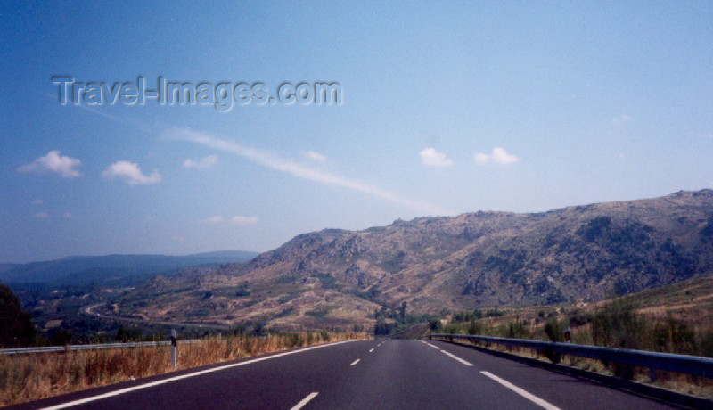 galicia12: Galicia / Galiza - Alto de Fumaces: Autovia in the mountain - na montanha (Ourense province) - photo by M.Torres - (c) Travel-Images.com - Stock Photography agency - Image Bank