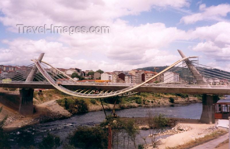 galicia16: Galicia / Galiza - Ourense / Orense: bridge over the river Minho - Millenium bridge - ponte original sobre o rio Miño - ponte do Milénio - photo by M.Torres - (c) Travel-Images.com - Stock Photography agency - Image Bank