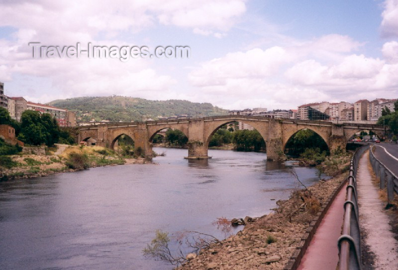 galicia17: Galicia / Galiza - Ourense / Orense: ponte Romana sobre o rio Miño - photo by M.Torres - (c) Travel-Images.com - Stock Photography agency - Image Bank
