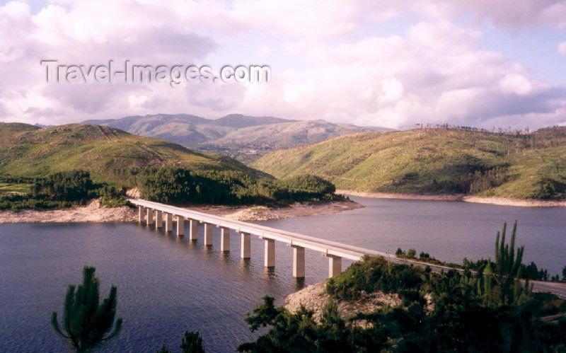 galicia21: Galicia / Galiza - Lobios / Fondevila (provincia de Ourense): bridge over the river Limia / ponte sobre o rio Lima - photo by M.Torres - (c) Travel-Images.com - Stock Photography agency - Image Bank