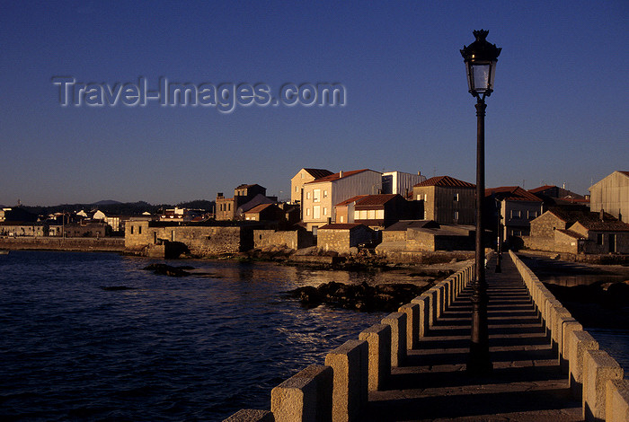 galicia44: Galicia / Galiza - Cambados, Pontevedra province: the scenic fishing village of Cambados at dusk - Rias Baixas area - photo by S.Dona' - (c) Travel-Images.com - Stock Photography agency - Image Bank