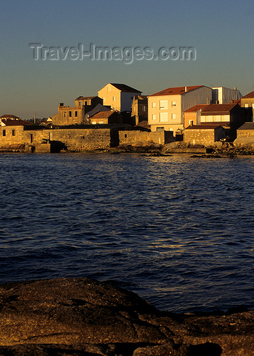 galicia45: Galicia / Galiza - Cambados, Pontevedra province: waterfront at dusk - Rias Baixas area - photo by S.Dona' - (c) Travel-Images.com - Stock Photography agency - Image Bank