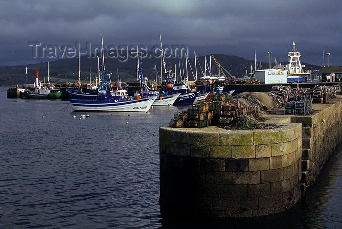 galicia48: Galicia / Galiza - Camariñas - A Coruña province: the fishing port - pier - Costa da Morte - photo by S.Dona' - (c) Travel-Images.com - Stock Photography agency - Image Bank